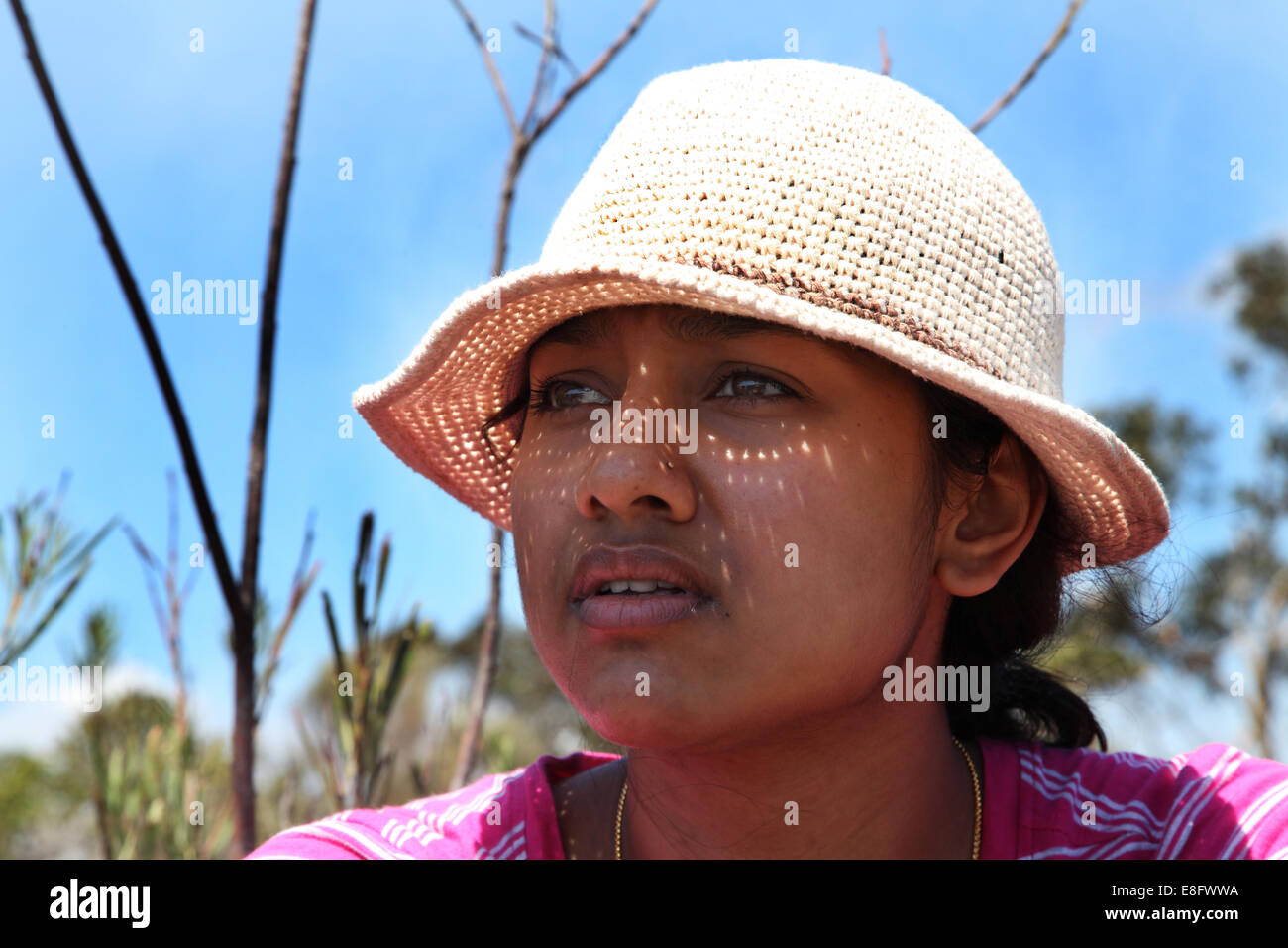 Australia, Nuovo Galles del Sud, Sydney, Portrait of young woman in knit hat - Stock Image