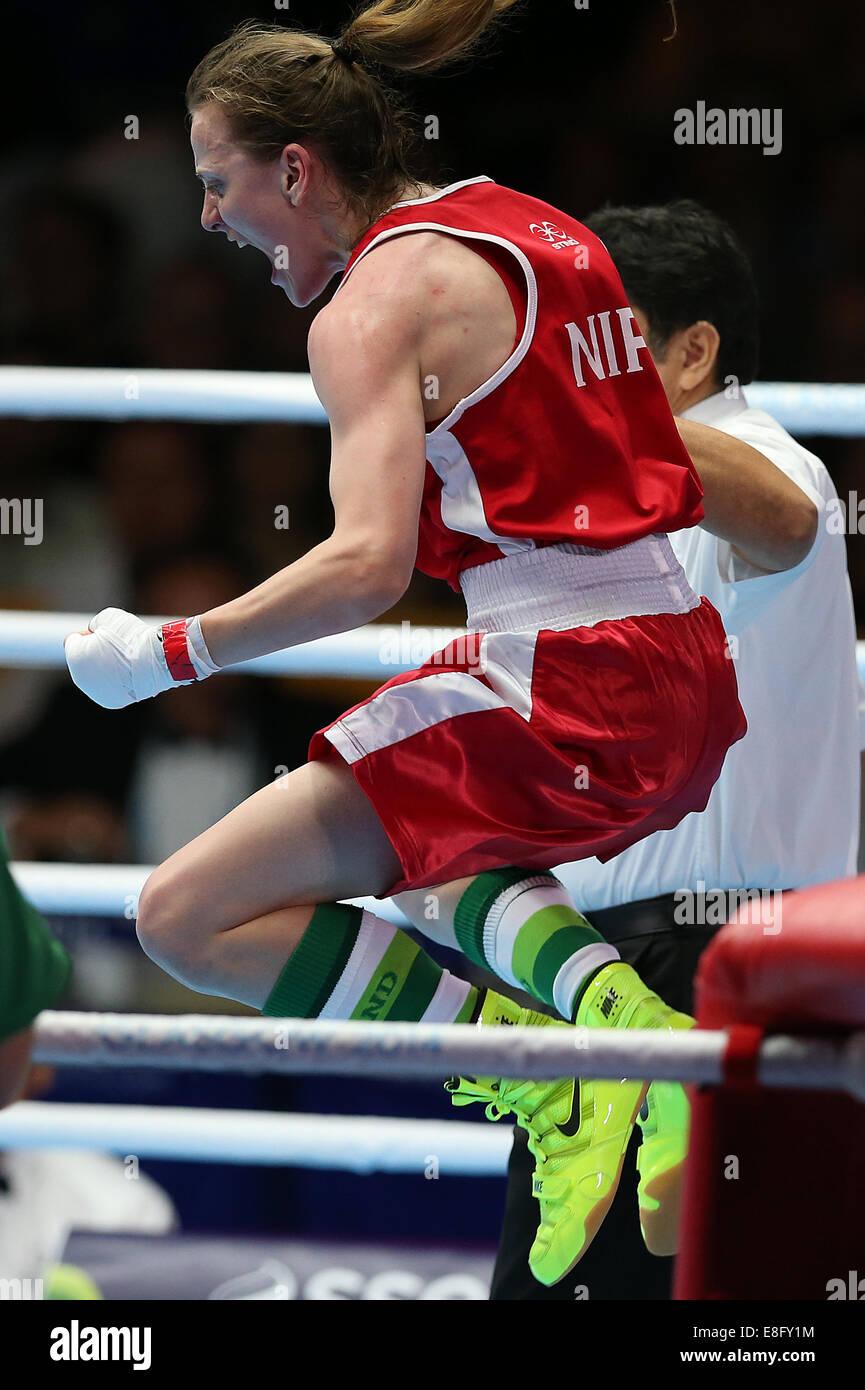 Michaela Walsh (NIR) (Red) beats Pinki Rani (IND) (Blue) - Semi Final Women's Boxing Fly 48-51kg - SECC - Glasgow - Stock Image