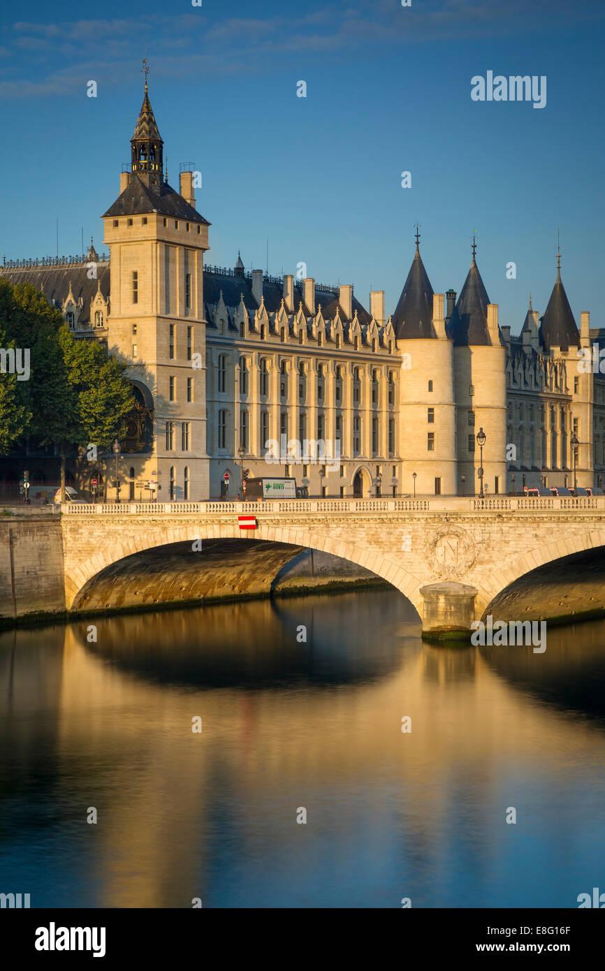 Early morning sunlight on the infamous Conciergerie on Ile-de-la-Cite, Paris, France - Stock Image