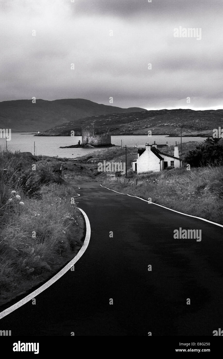 Road To Castebay With Kisimul Castle and Bay. Isle Of Barra, Outer Hebrides, Scotland. - Stock Image
