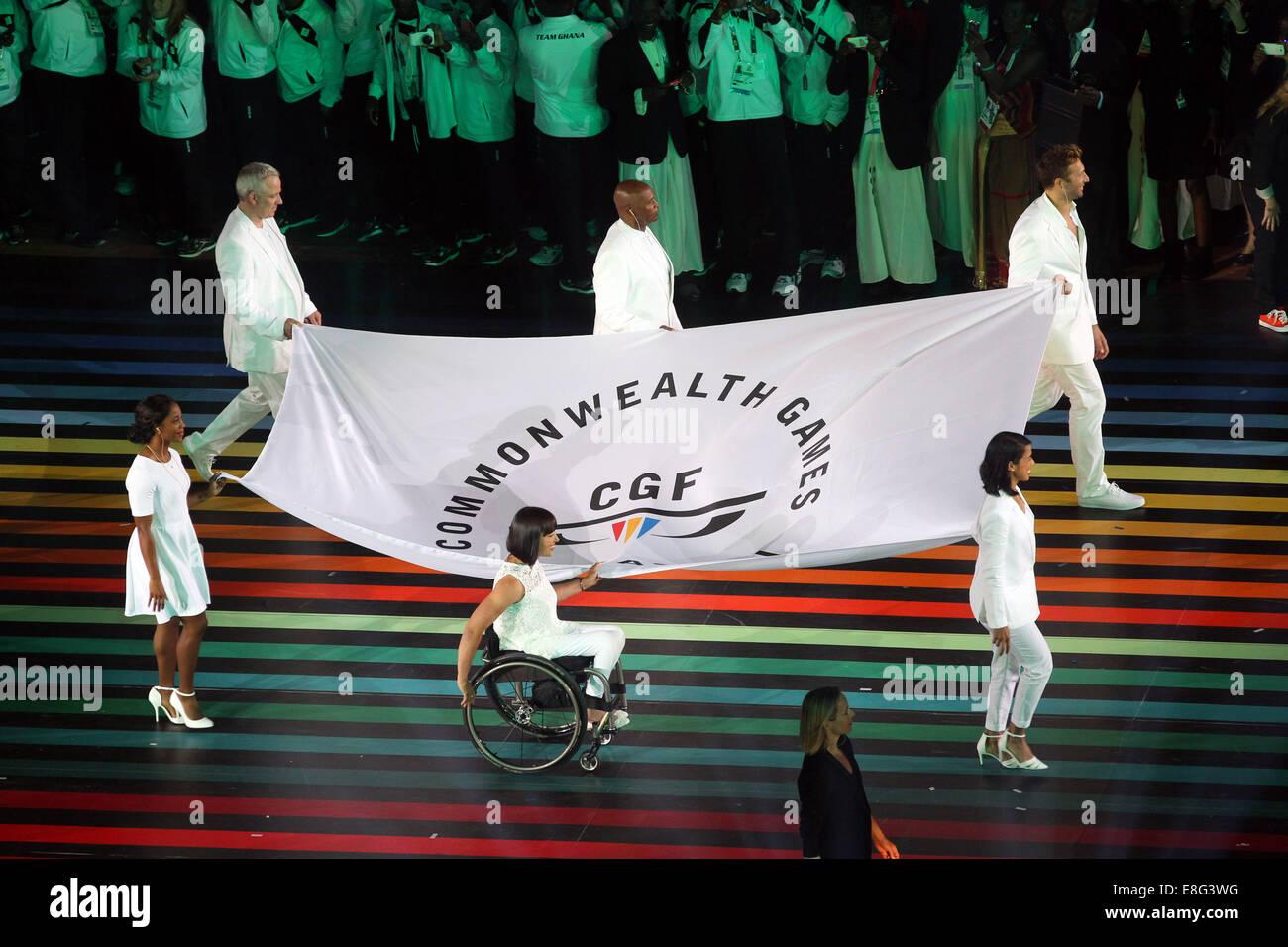 Flag bearers, Squash player Nicol David of Malaysia, Swimmer Ian Thorpe of Australia, Wheelchair Athlete Chantal - Stock Image