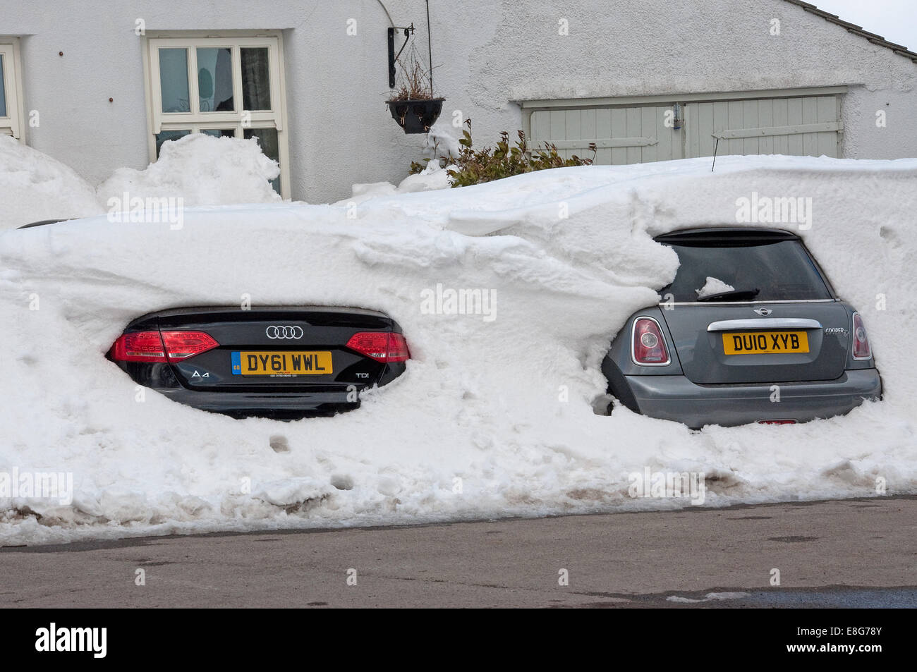 Cars buried in a snowdrift, Buxton, England - Stock Image