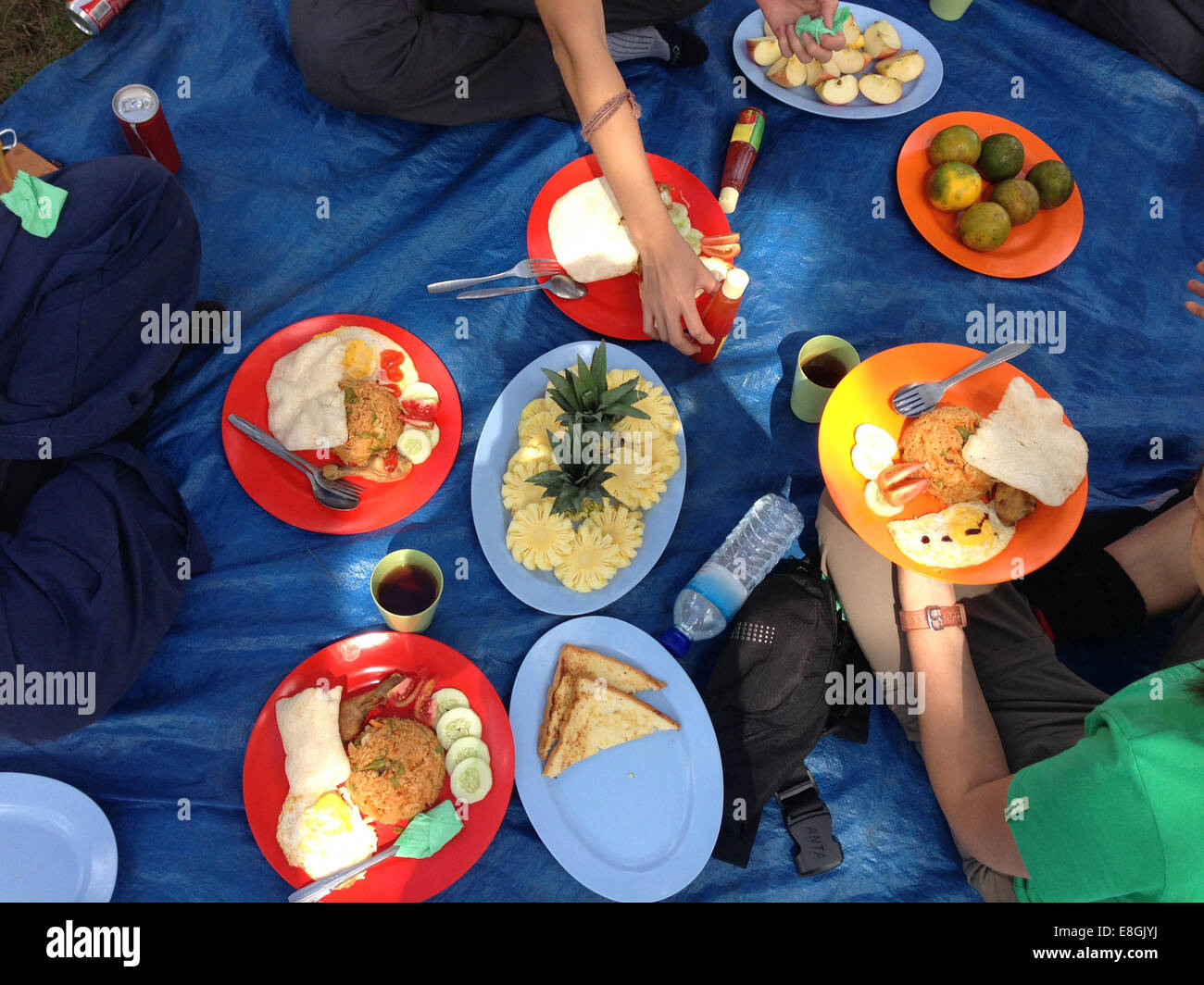 Indonesia, West Nusa Tenggara, Mataram, Mount Rinjani, Outdoor picnic - Stock Image
