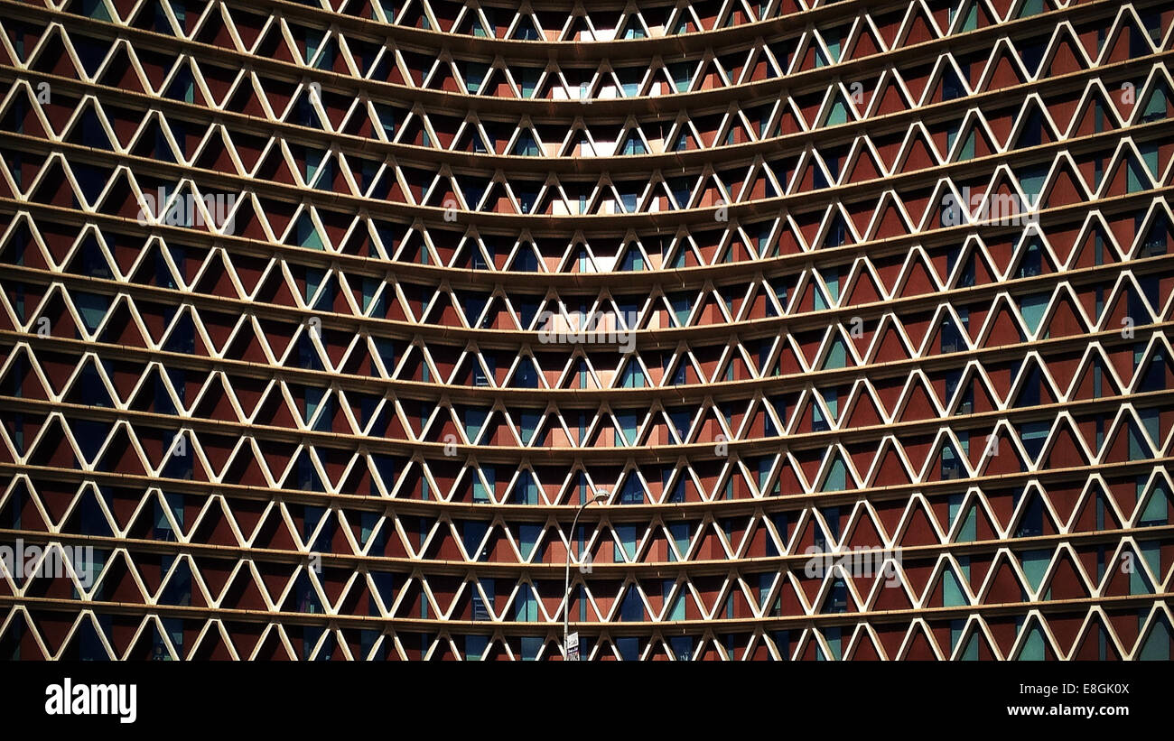 USA, Arizona, Maricopa County, Tempe, Bended facade made out of triangles - Stock Image