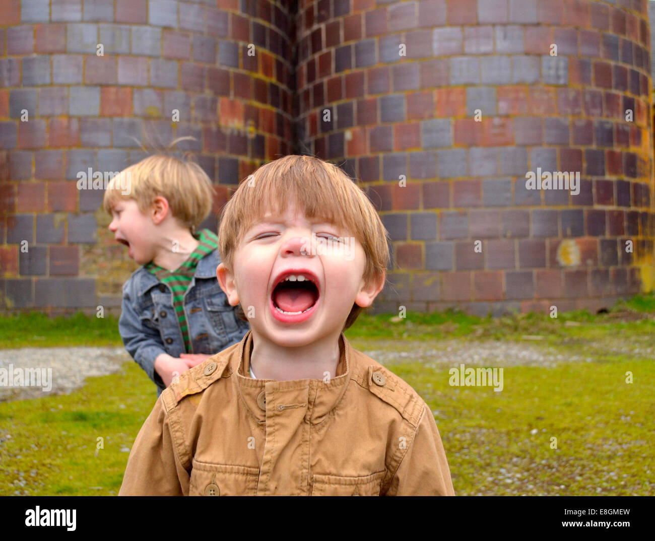 Two boys shouting (2-3 years, 4-5 years) - Stock Image