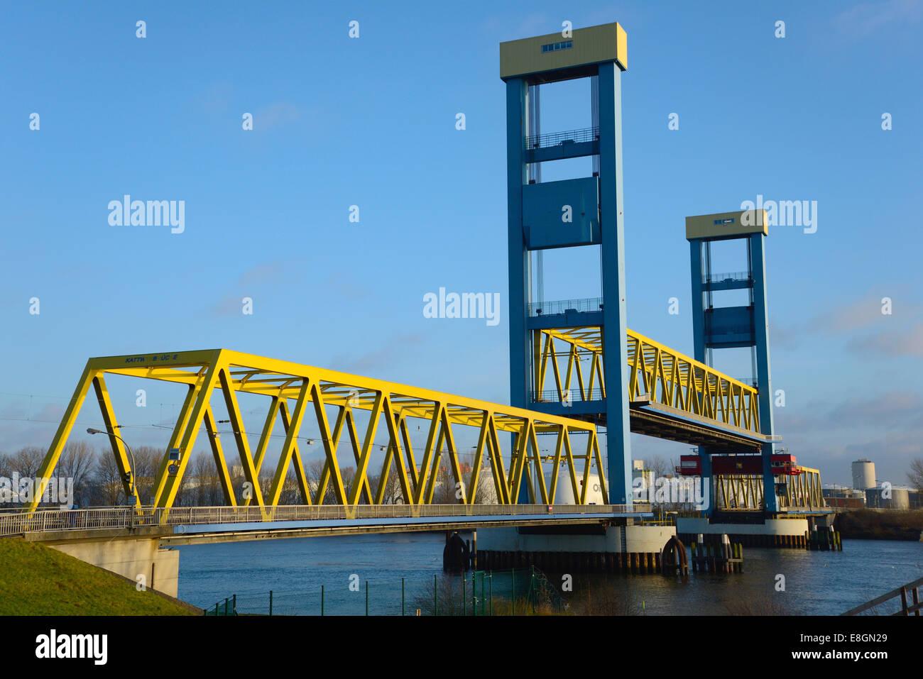 Kattwyk Bridge, vertical-lift bridge over the Southern Elbe River, Hamburg, Germany - Stock Image