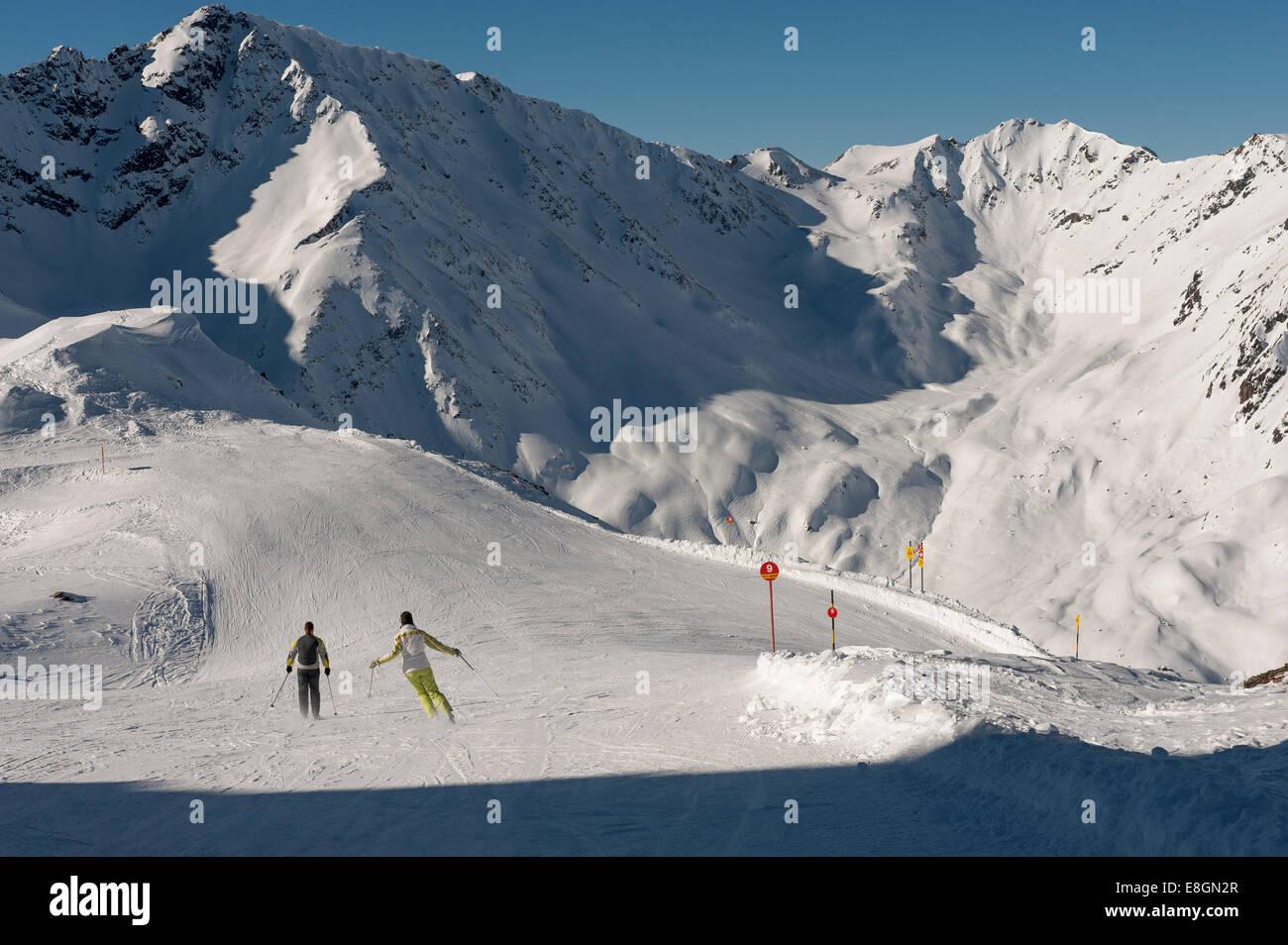 Skiers at Mt Alblittkopf, Lattenabfahrt ski run, Kappl-Sunny Mountain ski resort, Paznaun Valley, Kappl, Tyrol, - Stock Image