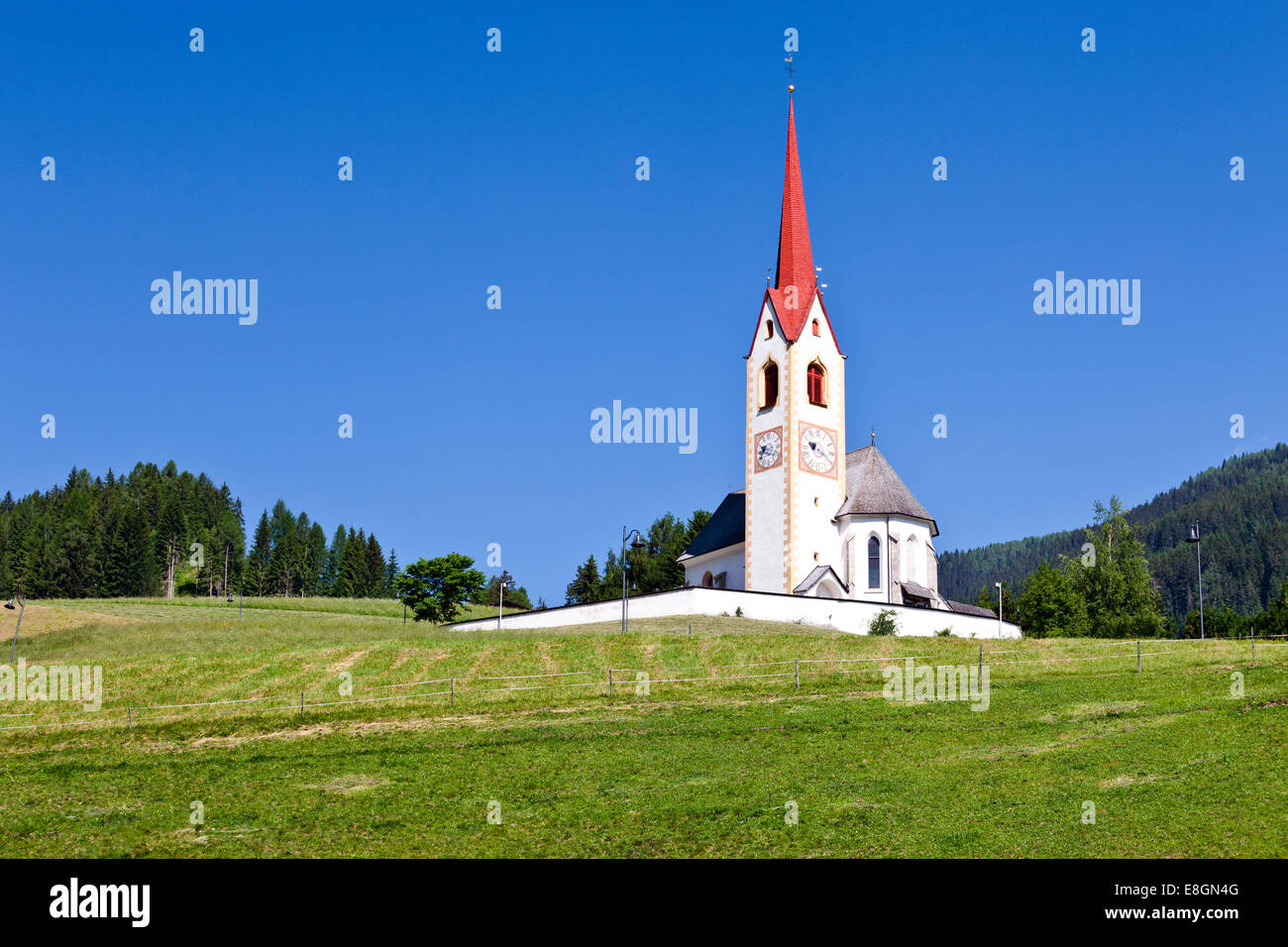 Church of Saint Nicholas in Winnebach, along the Way of St. James in Alta Pusteria on the border to Austria, Alto - Stock Image