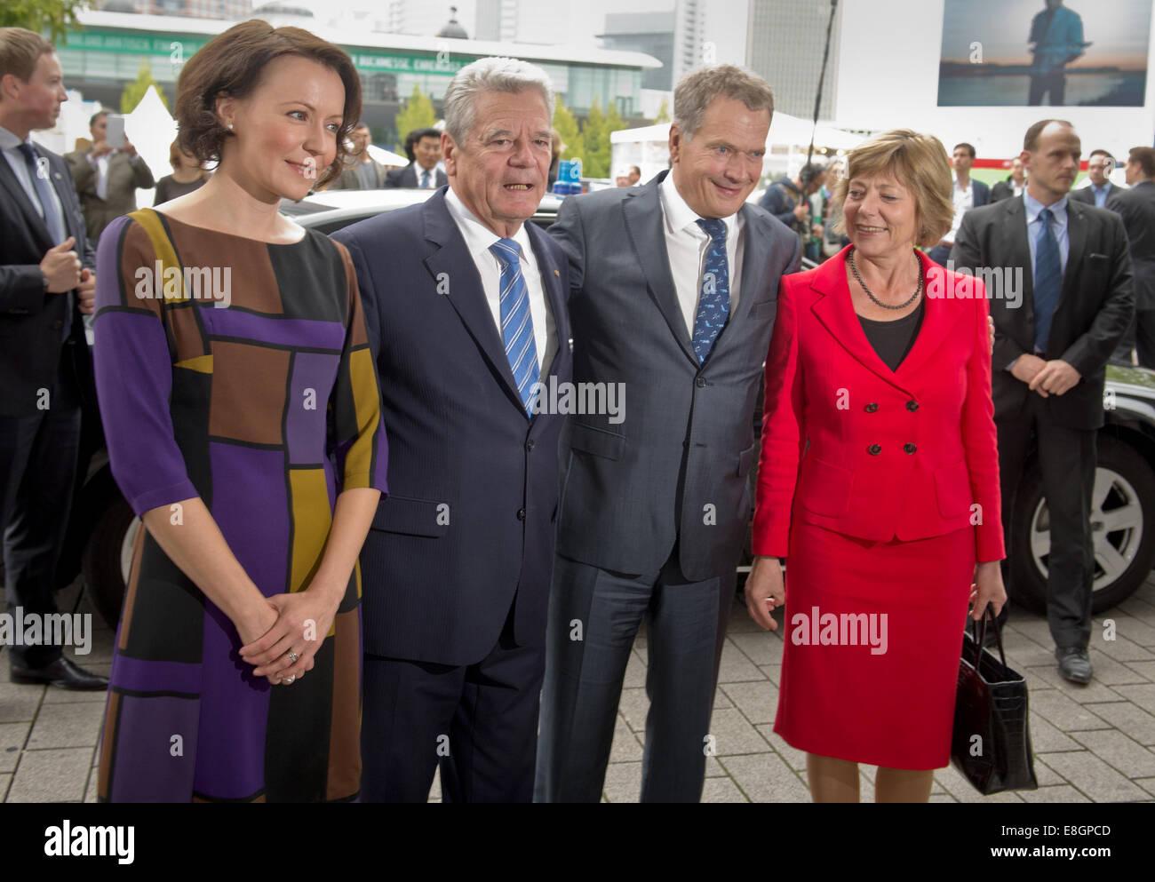German President Joachim Gauck (2.f.L) and his partner Daniela Schadt (R) greet the Finnish President Sauli Niinisto - Stock Image
