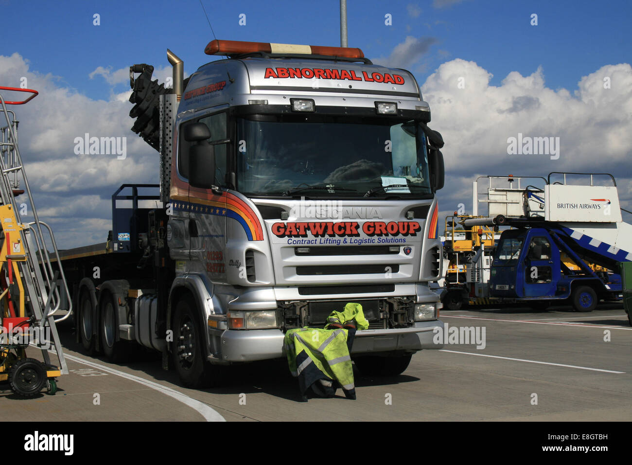 gatwick group haulage abnormal load - Stock Image