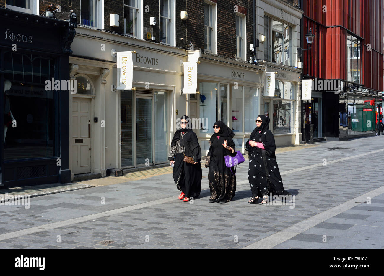 Muslim women in traditional clothing, South Molton Street, Mayfair, London W1, United Kingdom - Stock Image