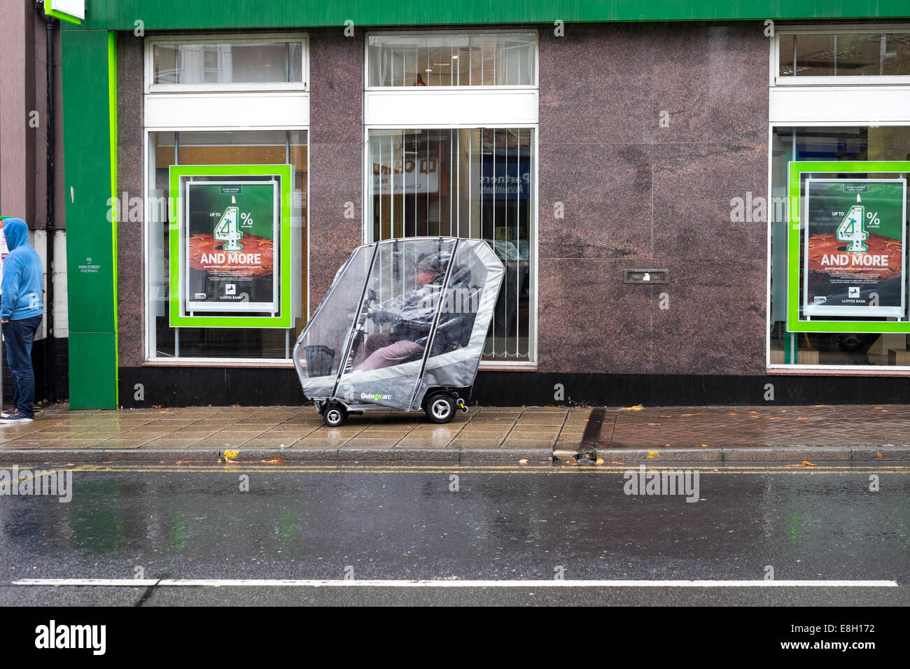 Hucknall, Nottinghamshire, UK. 08th October 2014. UK weather. This week Autumn has arrived with heavy rain and low - Stock Image