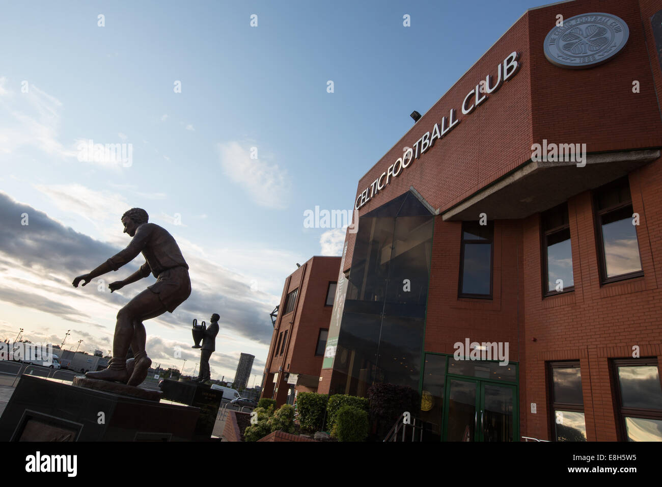 Statue of former manager Jock Stein (holding the 1967 European Cup) and statue of former player and legend Jimmy - Stock Image