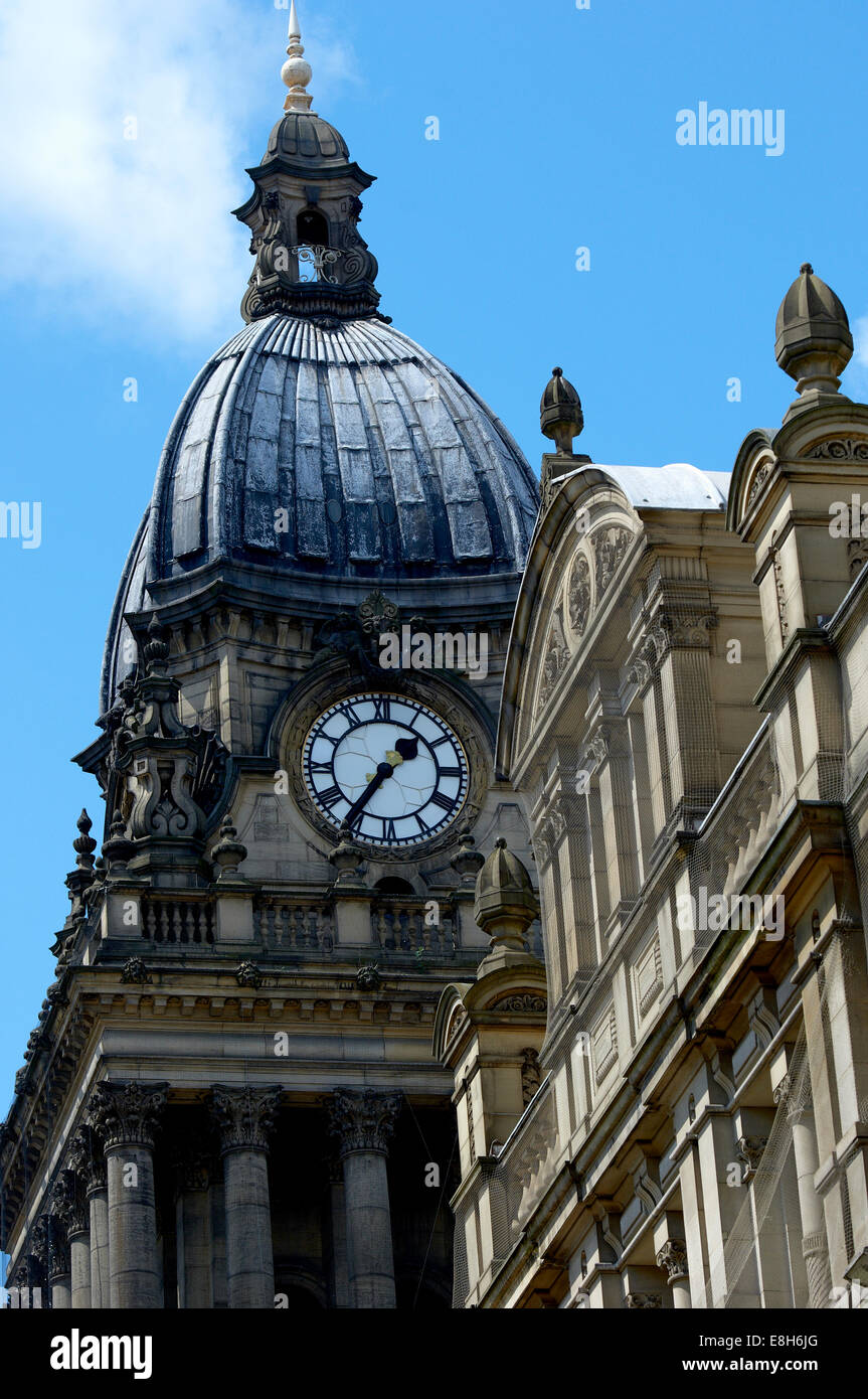 Leeds Town Hall, Leeds, Yorkshire, UK. Clock tower at Leeds Town Hall with the Library building in the foreground. - Stock Image