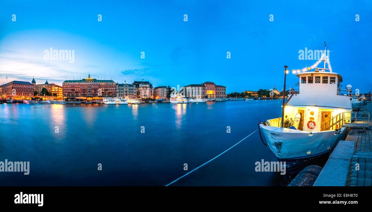 Sweden, Stockholm, Harbour, Blue hour - Stock Image