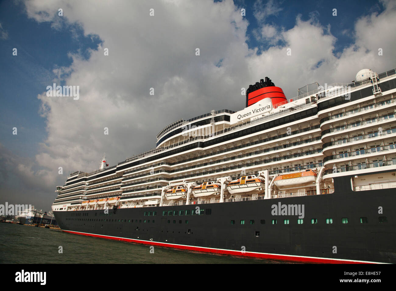 The Cunard  Cruise liner Queen Elizabeth 2 at dock in Southampton Water - Stock Image