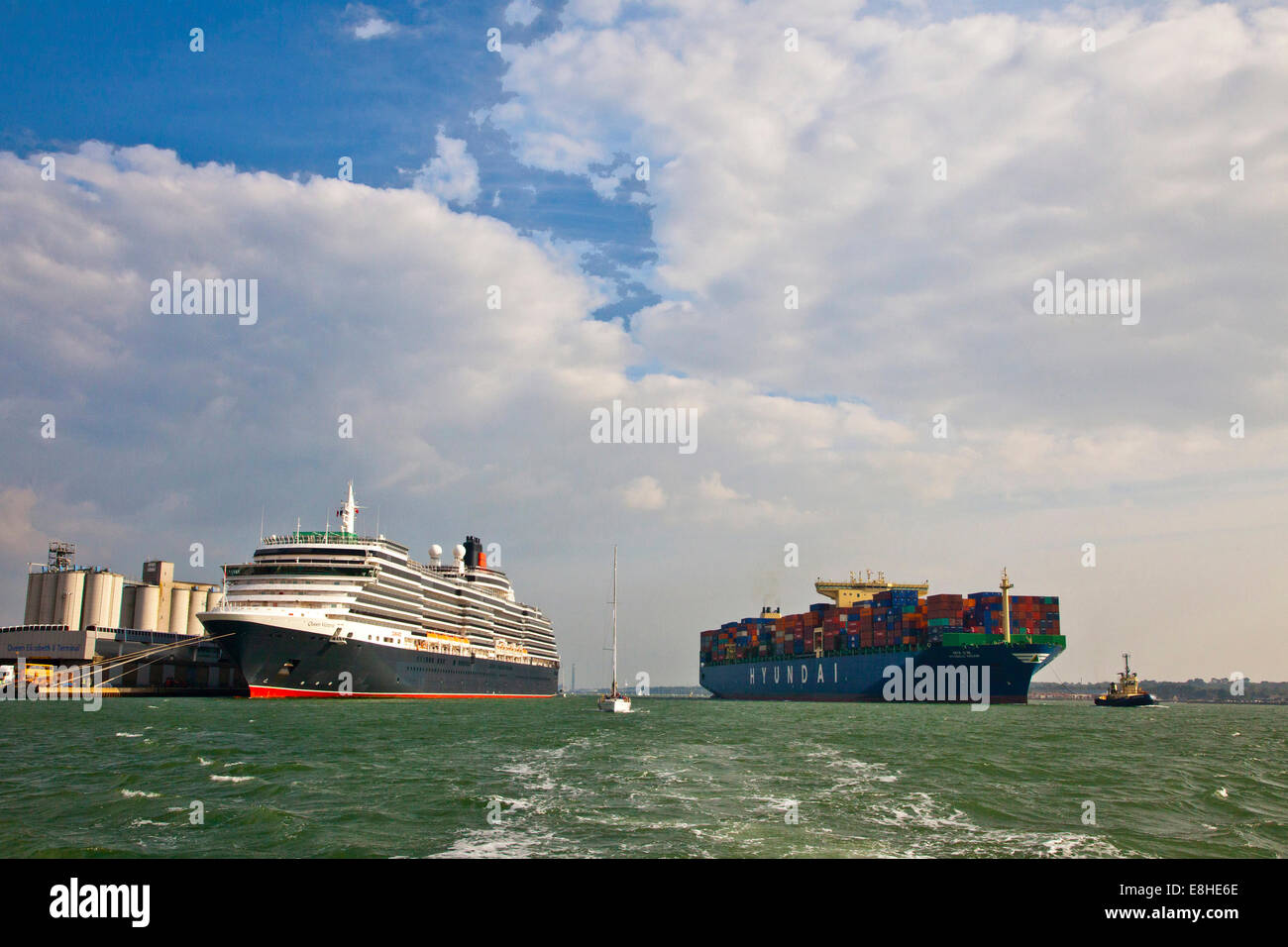The Cunard cruise liner Queen Elizabeth2 and cargo ship Hyundai in Southampton docks - Stock Image