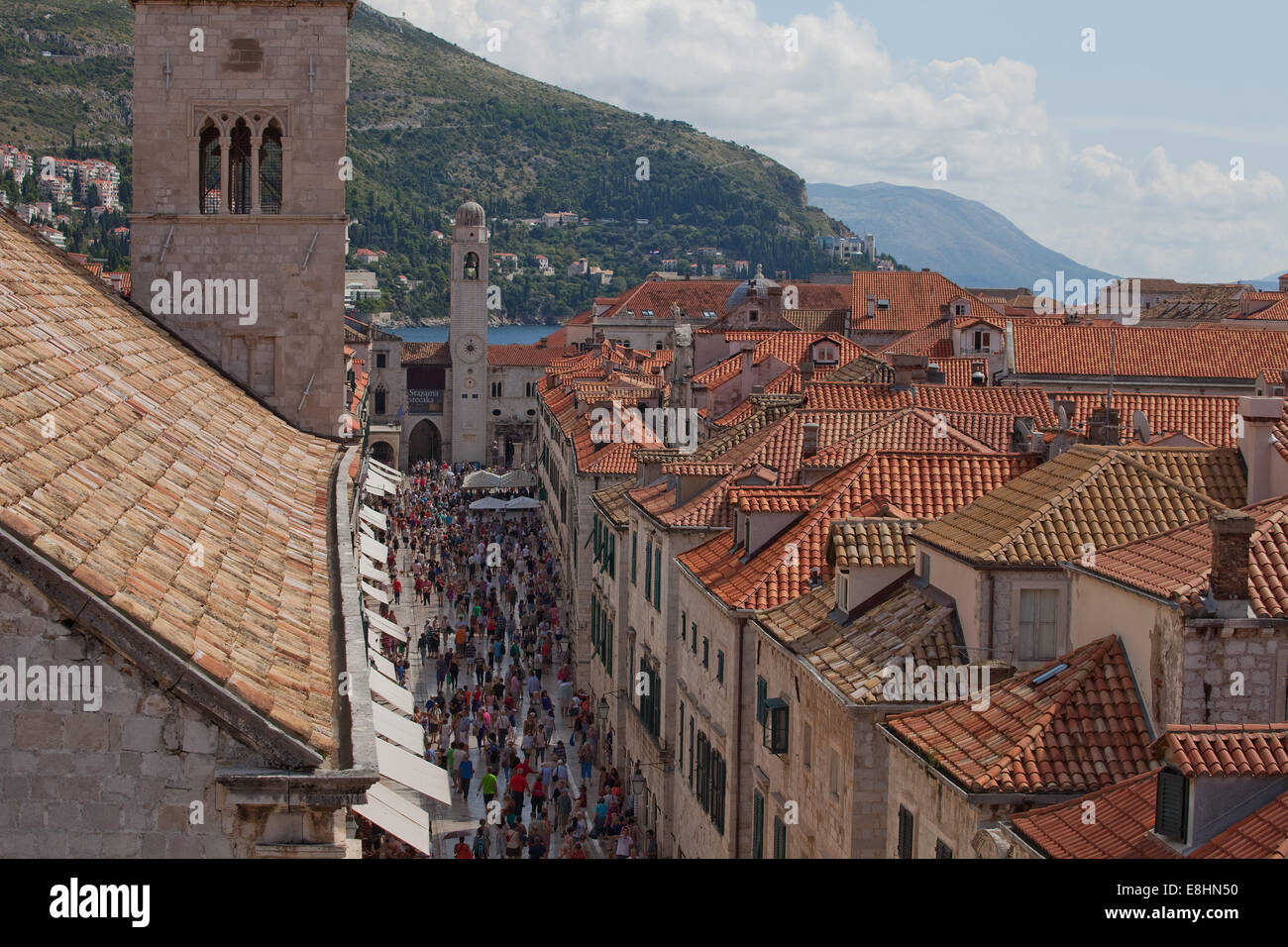 Dubrovnik,in Croatia, once part of the former Yugoslavia,the main pedestrian thoroughfare,throgs wih thousands of - Stock Image