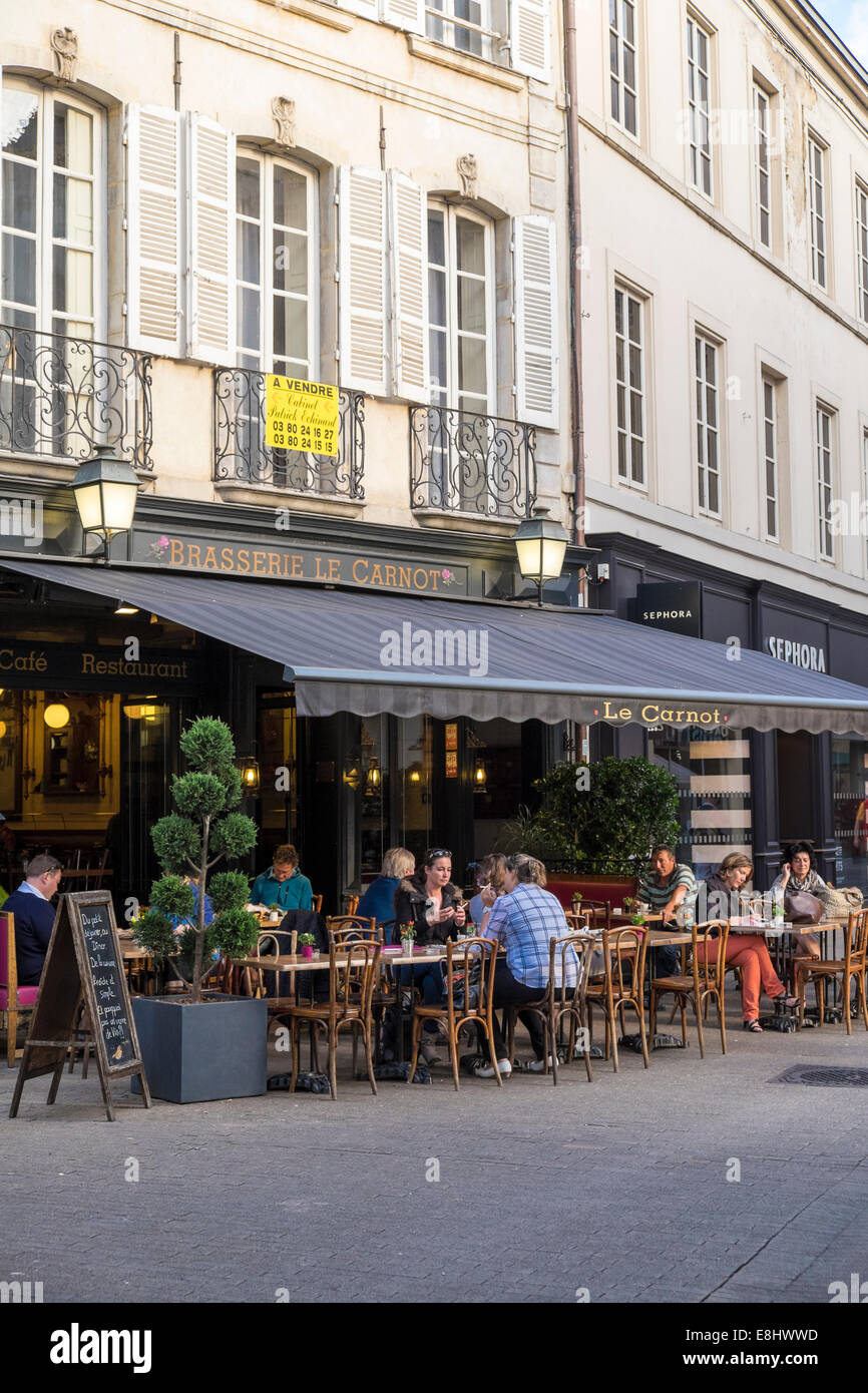 Cafe and people in the  centre of Beaune, France - Stock Image
