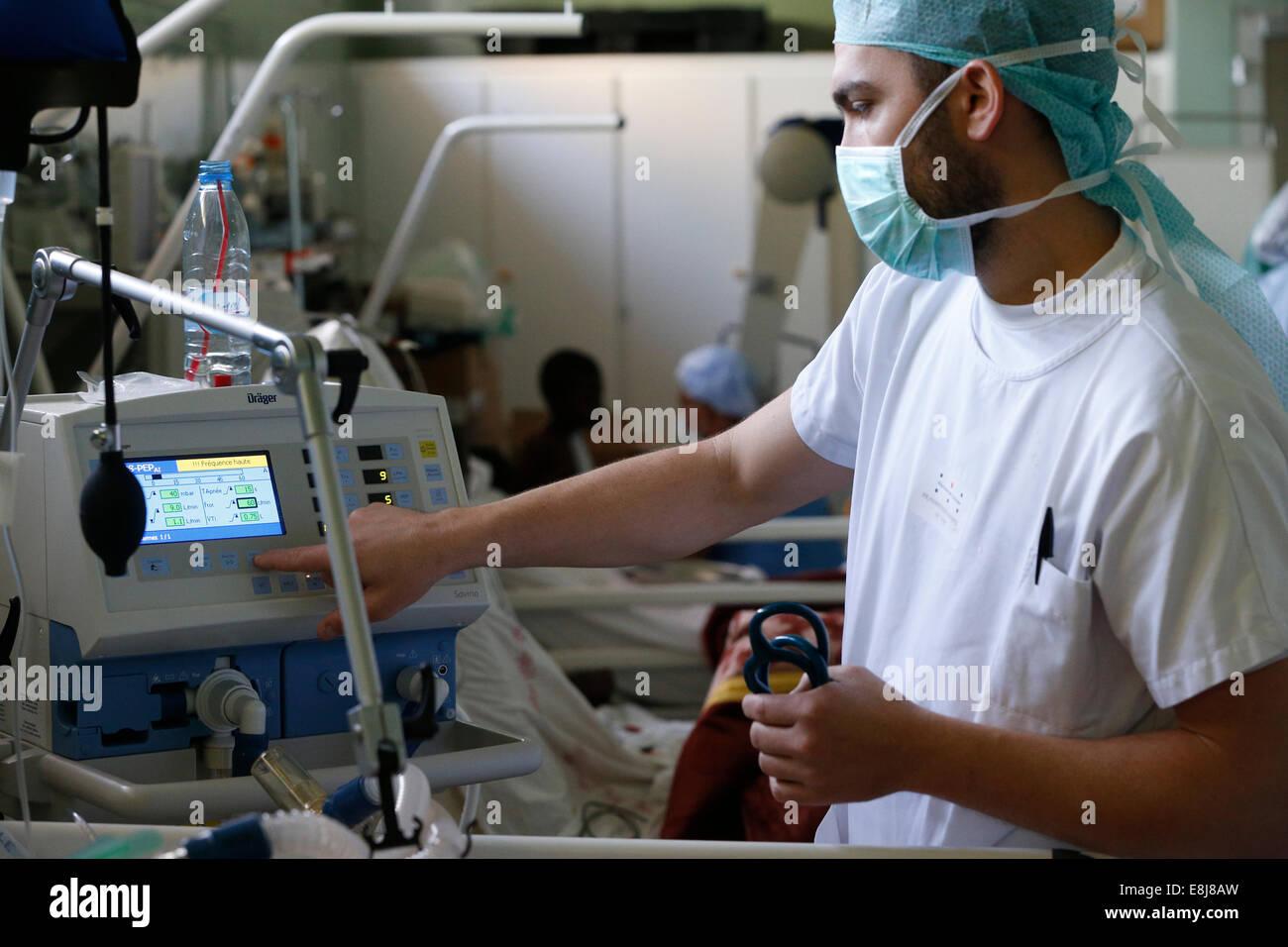 "Brazzaville Hospital. NGO la Cha""ne de l'Espoir. Intensive care. - Stock Image"