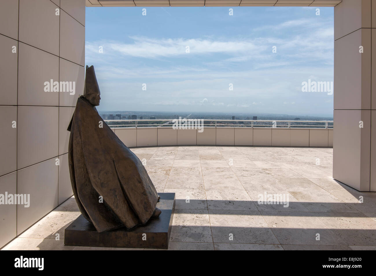 Statue on the panorama terrace of the Getty Center, Los Angeles : Seated Cardinal by Giacomo Manz - Stock Image