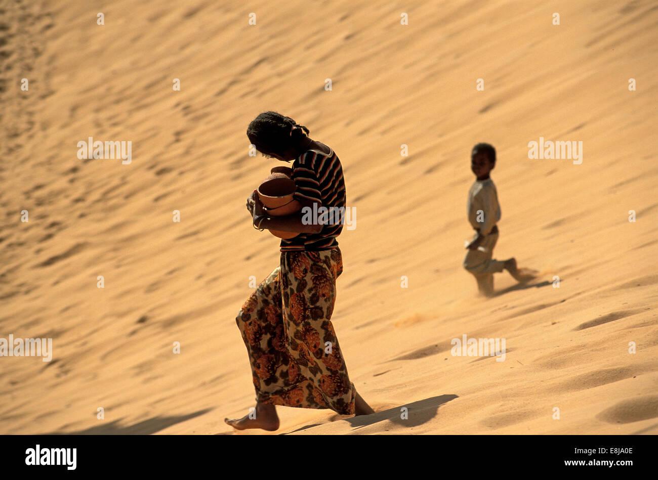 Tuareg population of Timimoun in Algeria. - Stock Image