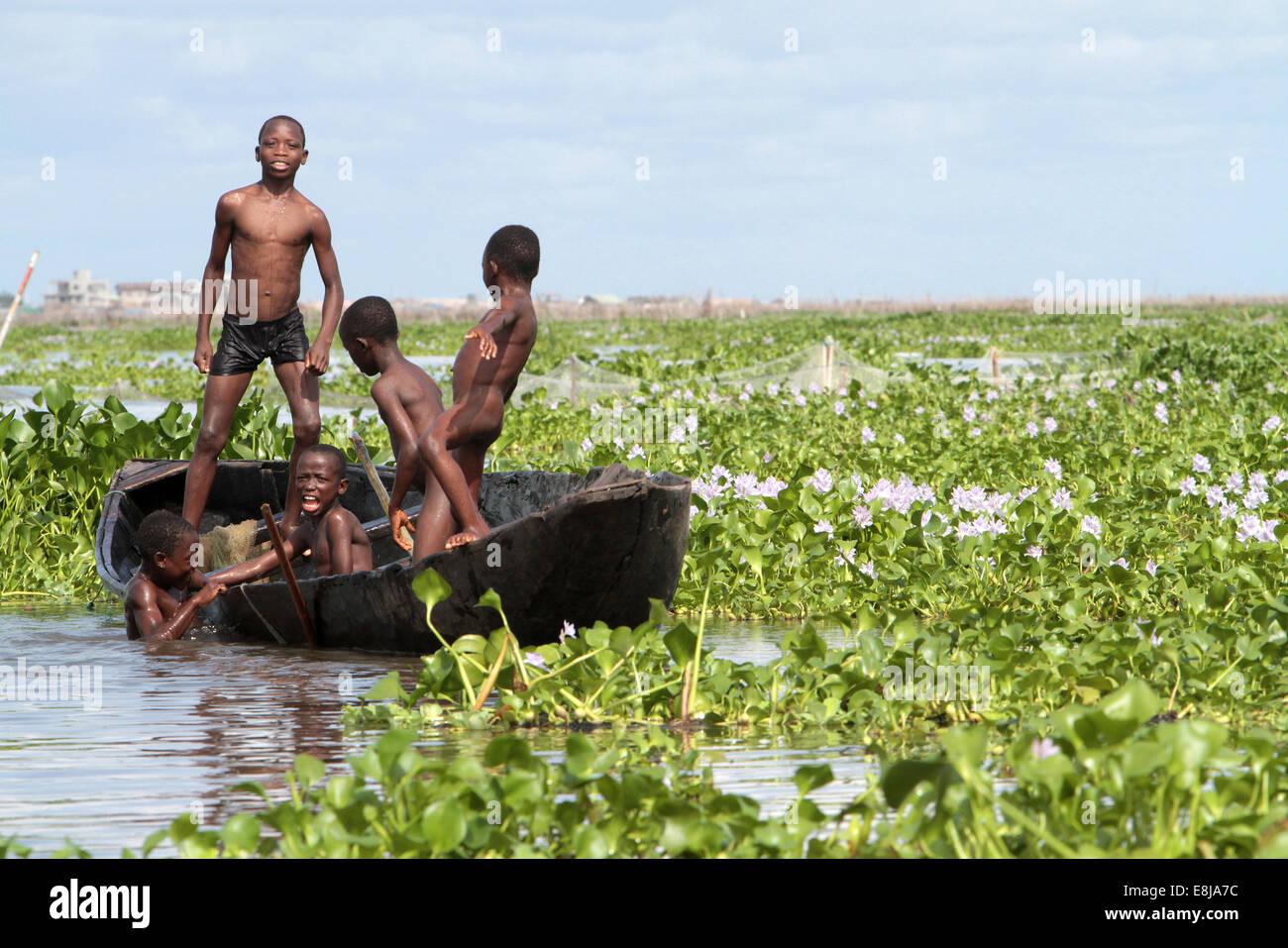 African children playing on a canoe. Lake Nokoue. Ganvie. - Stock Image