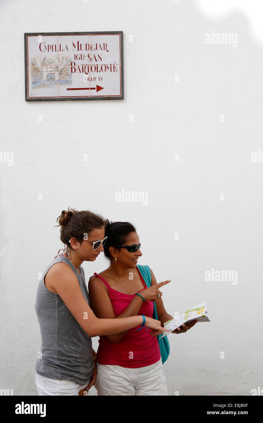 Tourists looking for directions - Stock Image