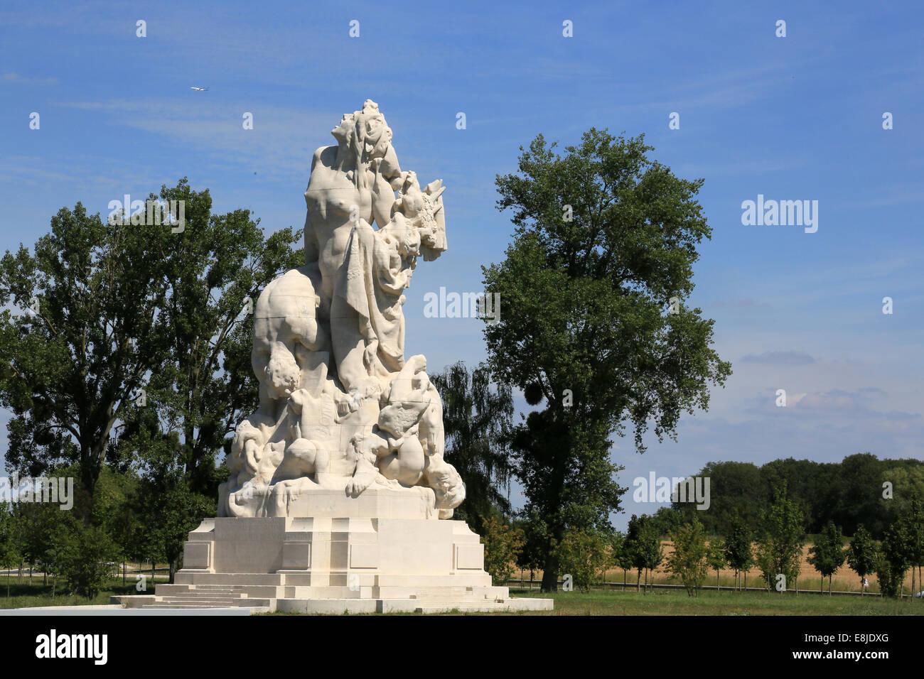 20 Meters High : Sculpture of the italian quatrachi meters high it