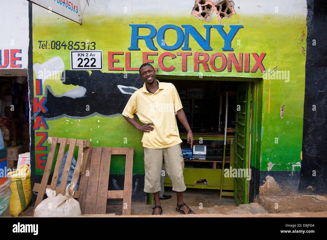 RWANDA, KIGALI: Shop fronts are often very colorful - Stock Image