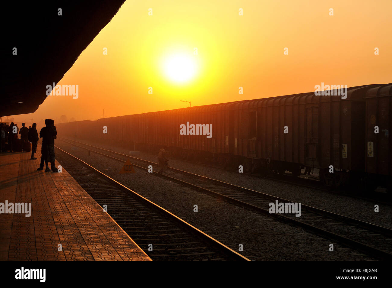 Sunrise in the Bundi railway s...