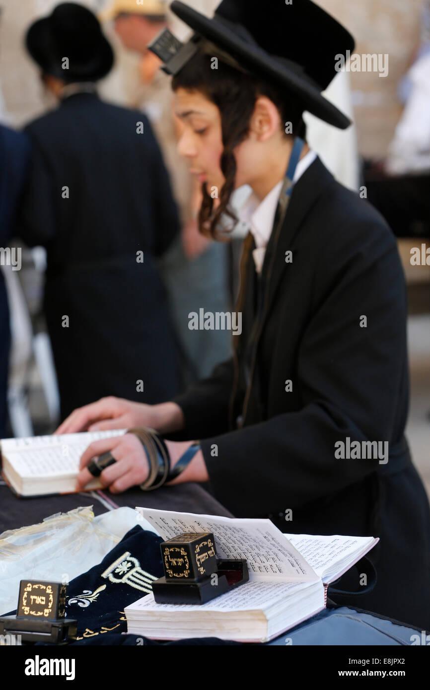 Jew reading the torah at Western Wall. - Stock Image