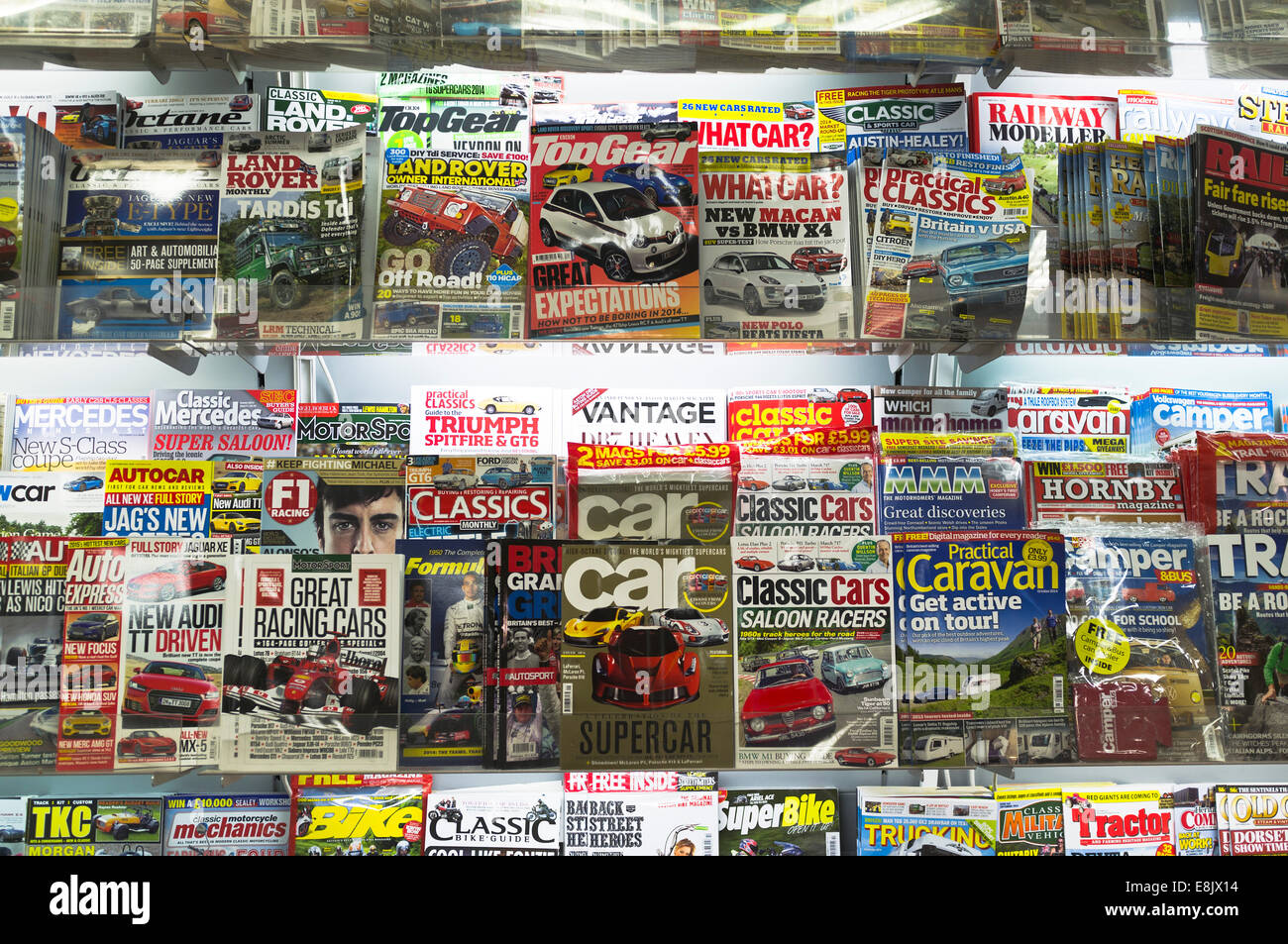 dh WH Smiths Magazines WH SMITH UK Whsmiths Magazine rack Birmingham M42 service station shop display covers - Stock Image