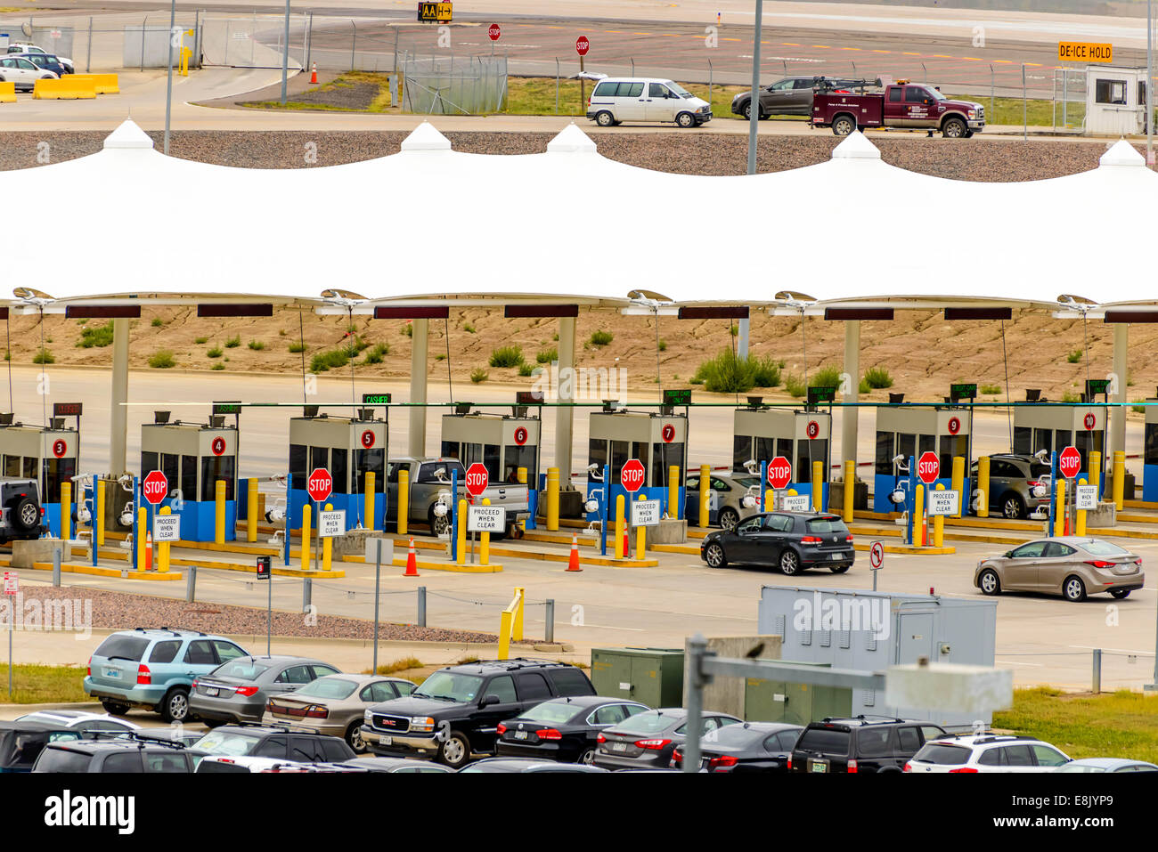 airport parking lot stock photos airport parking lot stock images alamy. Black Bedroom Furniture Sets. Home Design Ideas