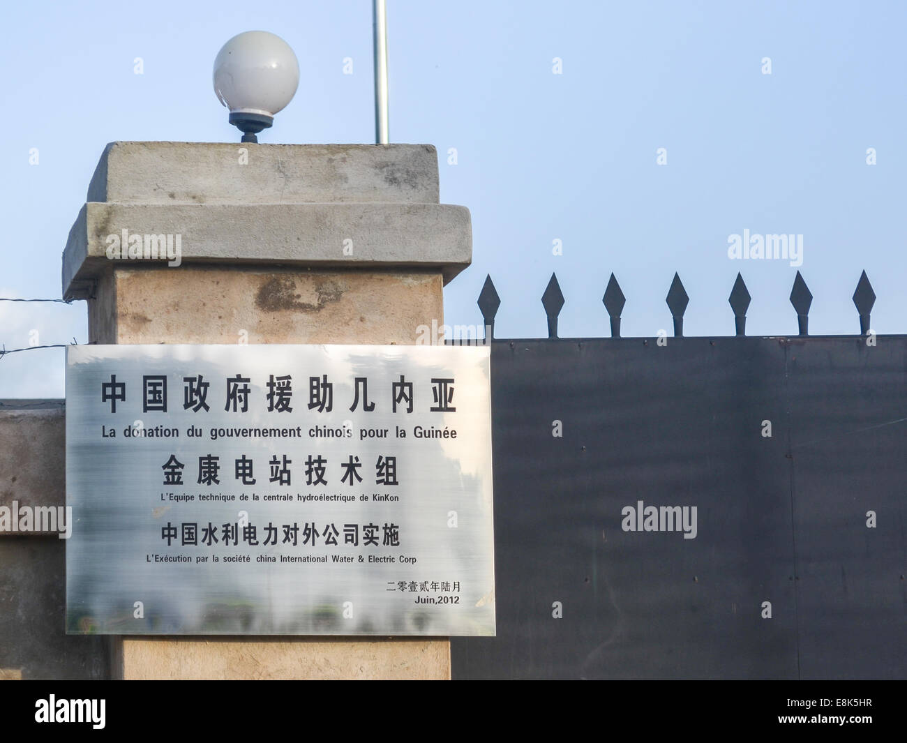 Chinese sign at the Kinkon hydro power plant near Pita, Fouta Djalon, Guinea. Reading 'Gift of the Chinese government - Stock Image