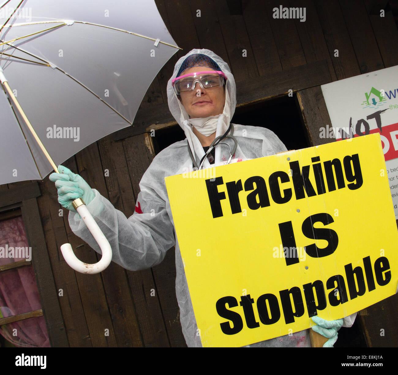 Westby Nr Blackpool, Lancashire 31st October, 2014. Frack Free Lancashire_Local Residents opposed to proposed fracking - Stock Image