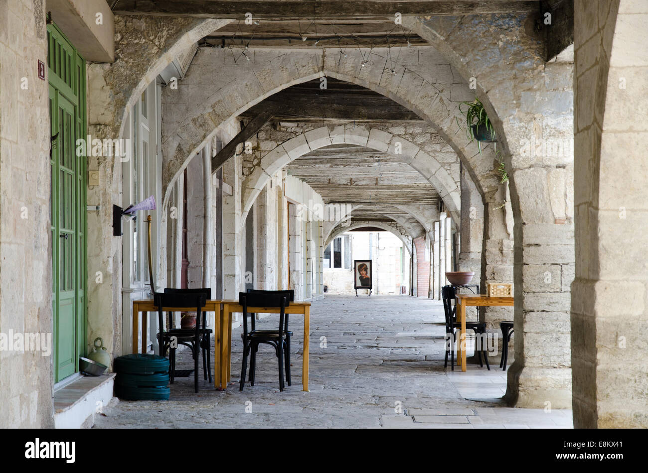 Arched alleyway in Montpezat, Quercy, South of France, Europe - Stock Image