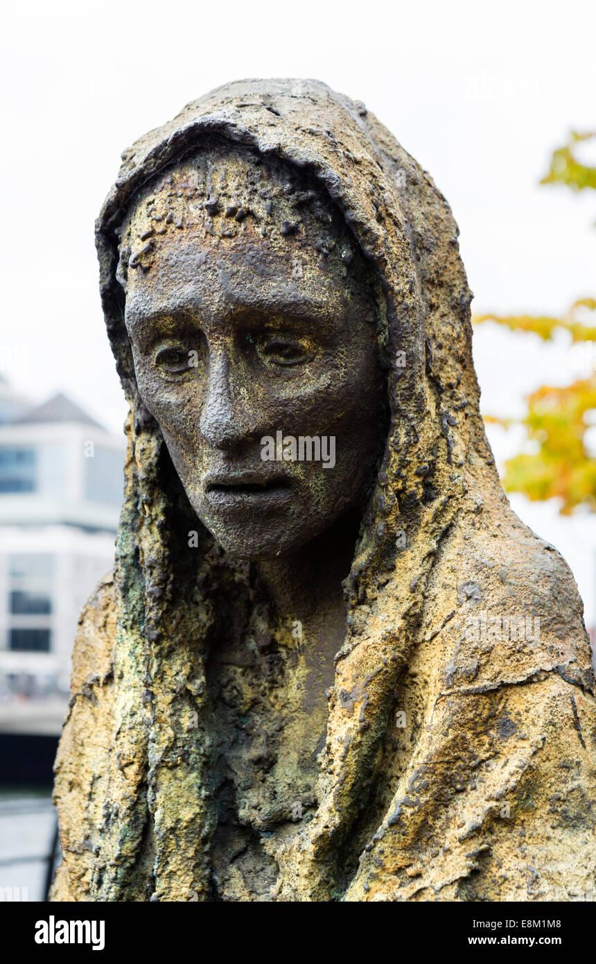 Detail of a figure in Rowan Gillespie's Famine Memorial on Custom House Quay, Dublin City, Republic of Ireland - Stock Image