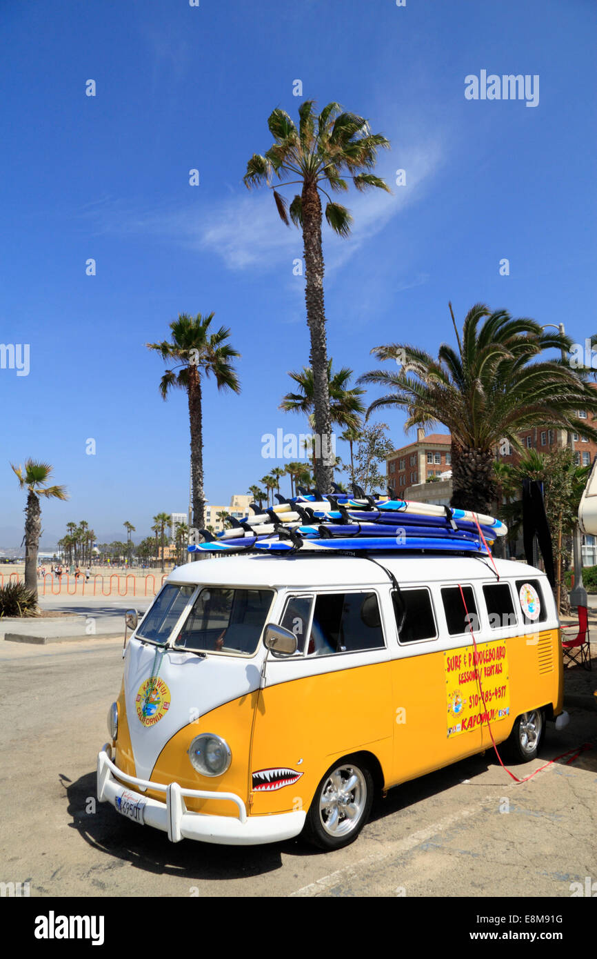 Classic VW-Bus, split screen, Santa Monica, Los Angeles, California, USA - Stock Image