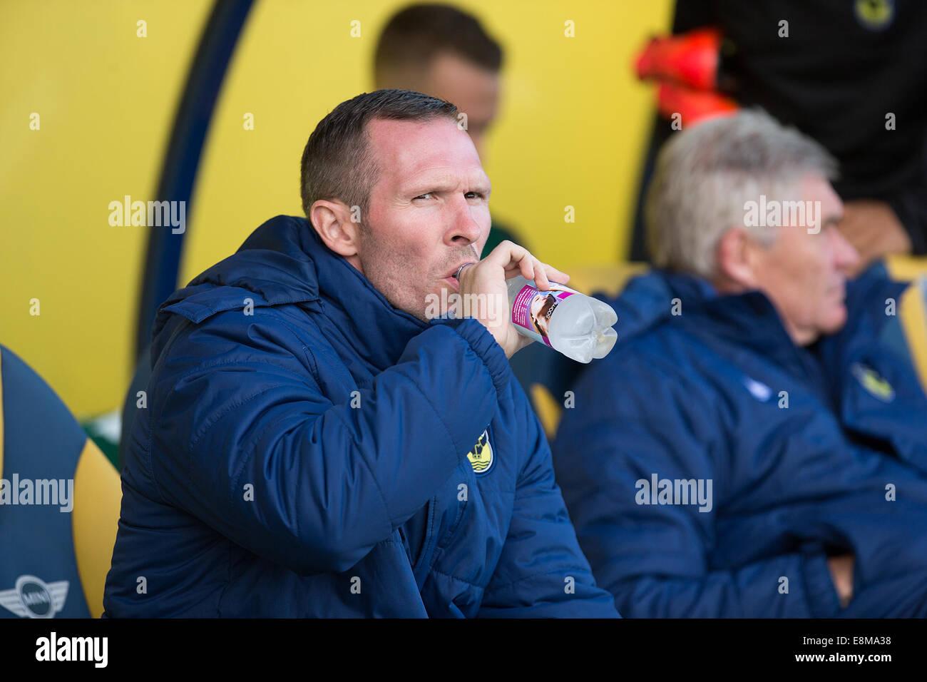 04/10/2014 FOOTBALL: Oxford United v Newport Utd head coach, Michael Appleton. Catchline: FOOTBALL: United v Newport - Stock Image