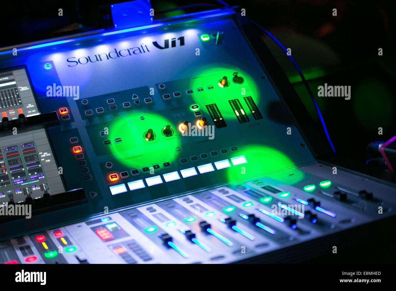 DJ Mixing Sound Engineer Decks in a nightclub - Stock Image