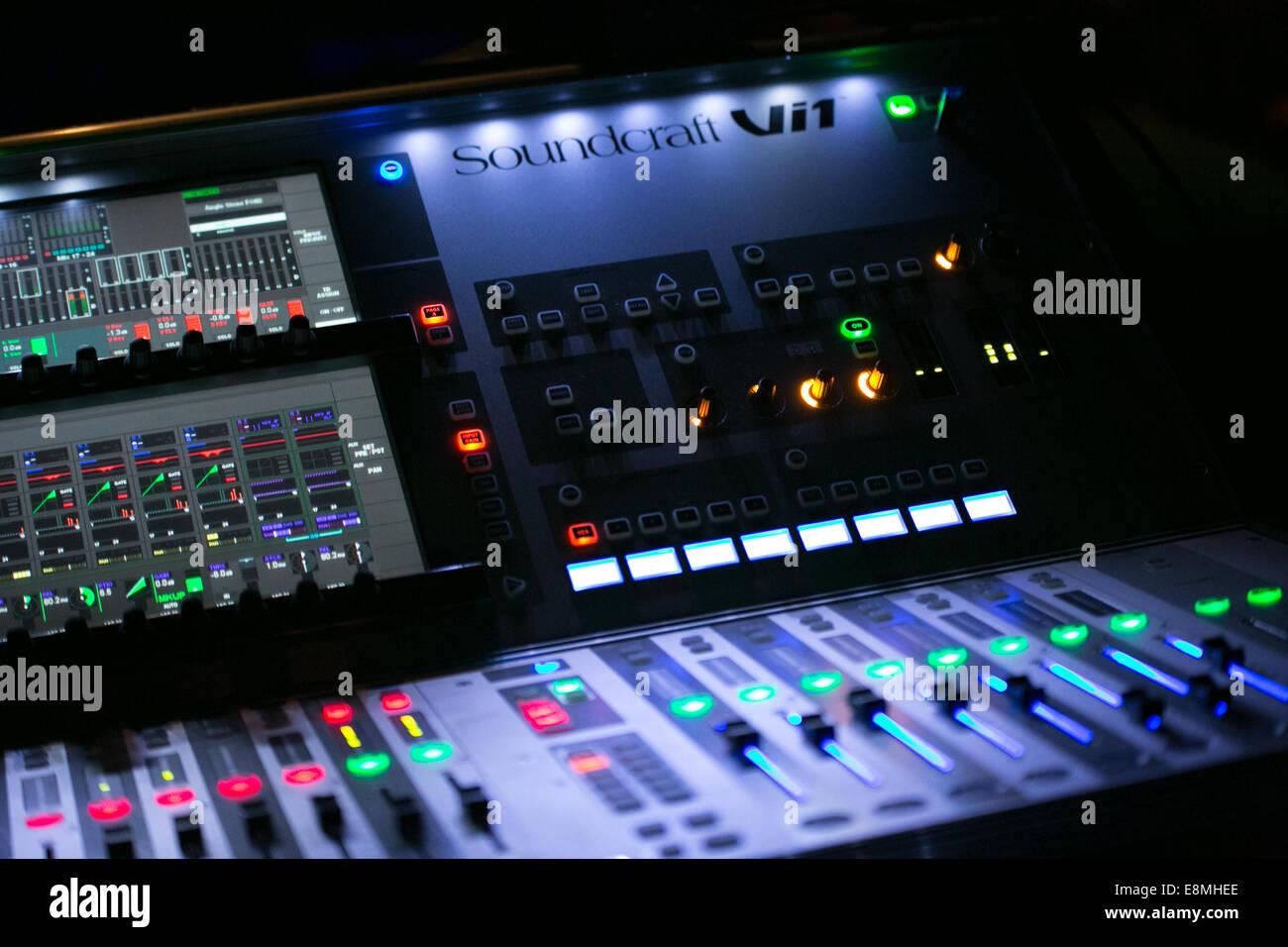 DJ Mixing Sound Engineer Decks in a nightclub - Stock Image