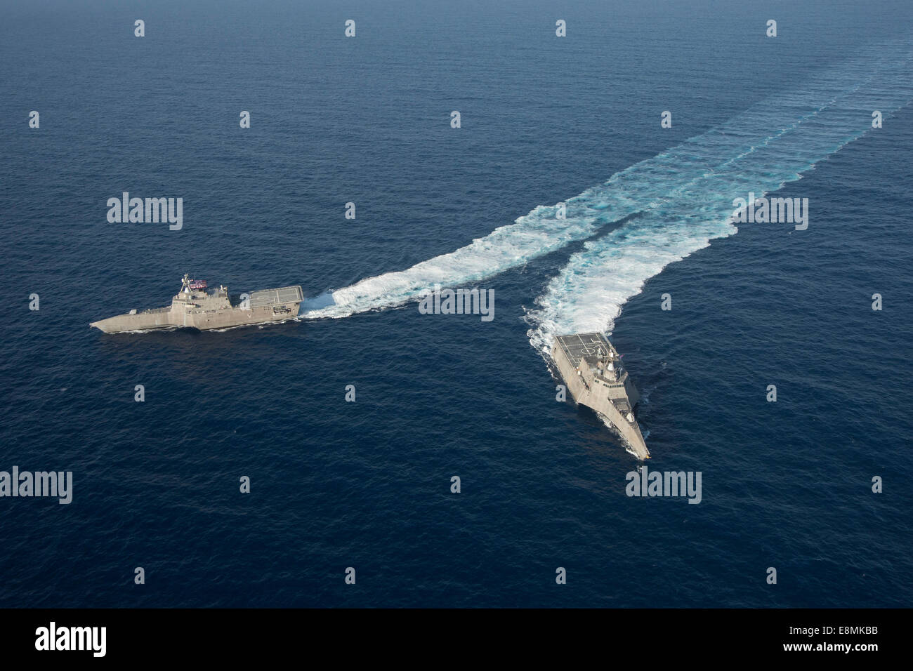 Pacific Ocean, April 23, 2014 - The littoral combat ships USS Independence (LCS 2), left, and USS Coronado (LCS - Stock Image