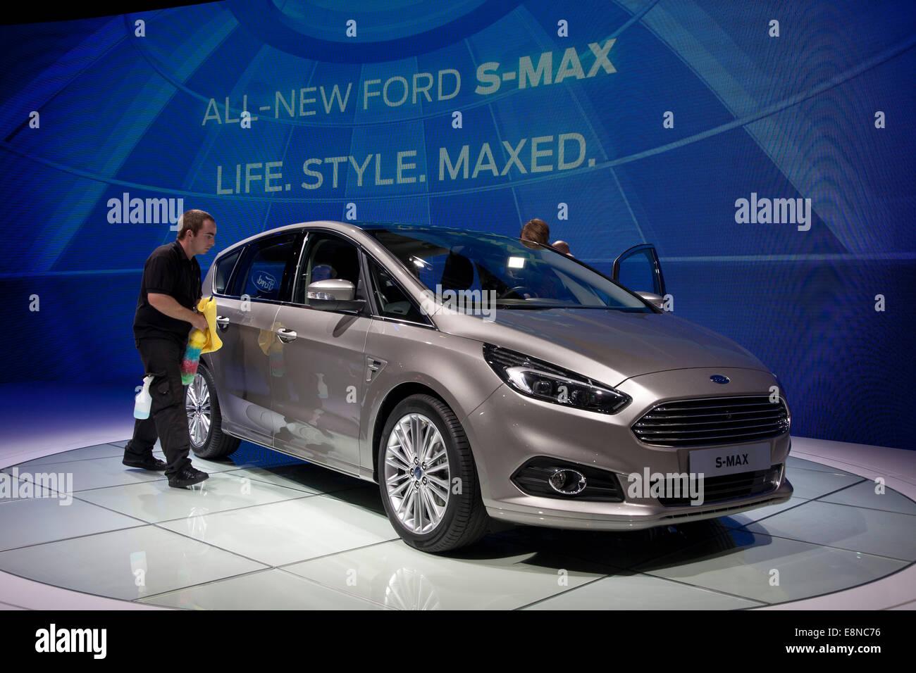Ford S-Max Paris Motor Show Mondial de l'Automobile 2014 - Stock Image