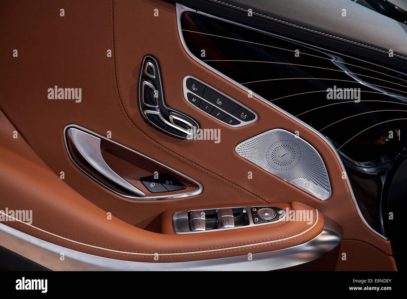 Mercedes S Class door Paris Motor Show Mondial de l'Automobile 2014 - Stock Image
