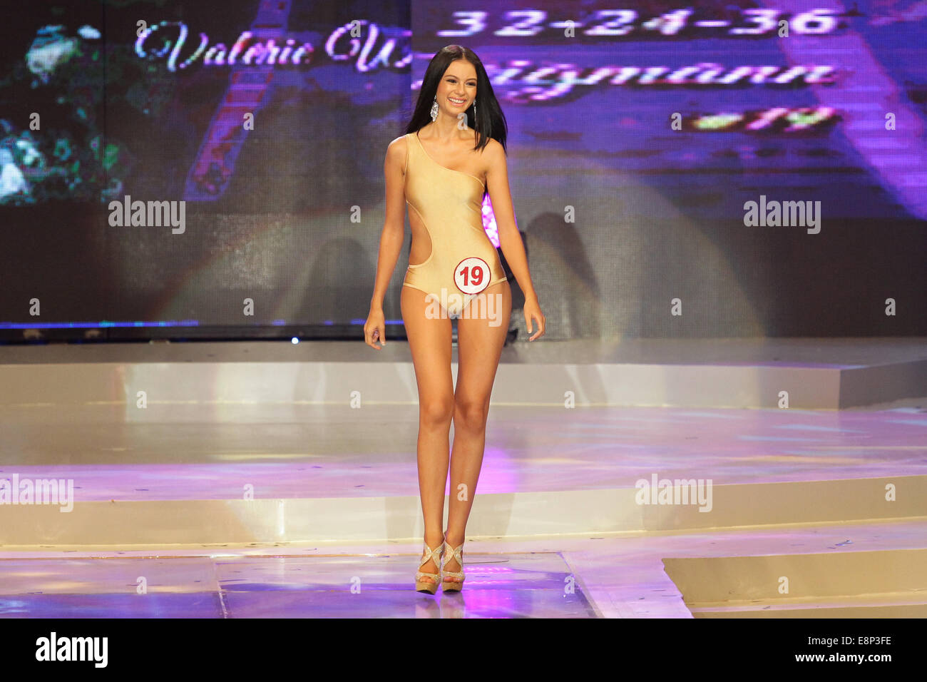 Pasay City, Phillipines. 13th October, 2014. Valerie Weigmann presents her swimsuit at the Miss World Philippines Stock Photo