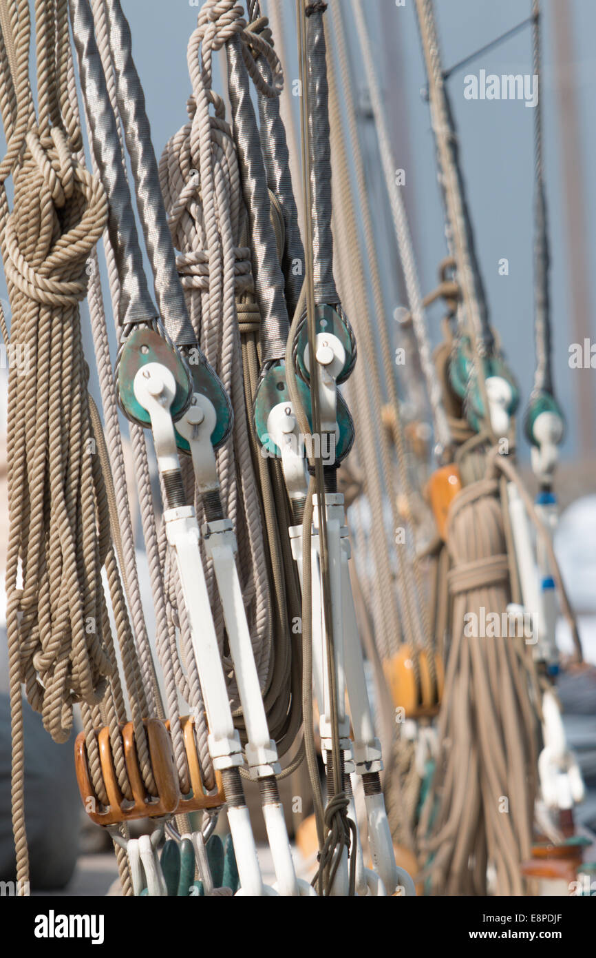 Classic yacht running rigging - Stock Image