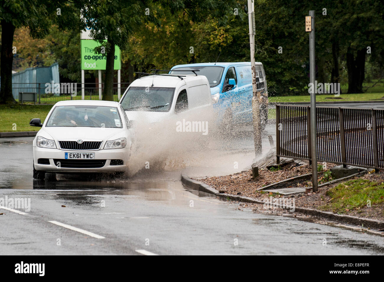 Essex, UK. 13th October, 2014.  Vehicles driving through flooded roads in Basildon, Essex after overnight torrential - Stock Image