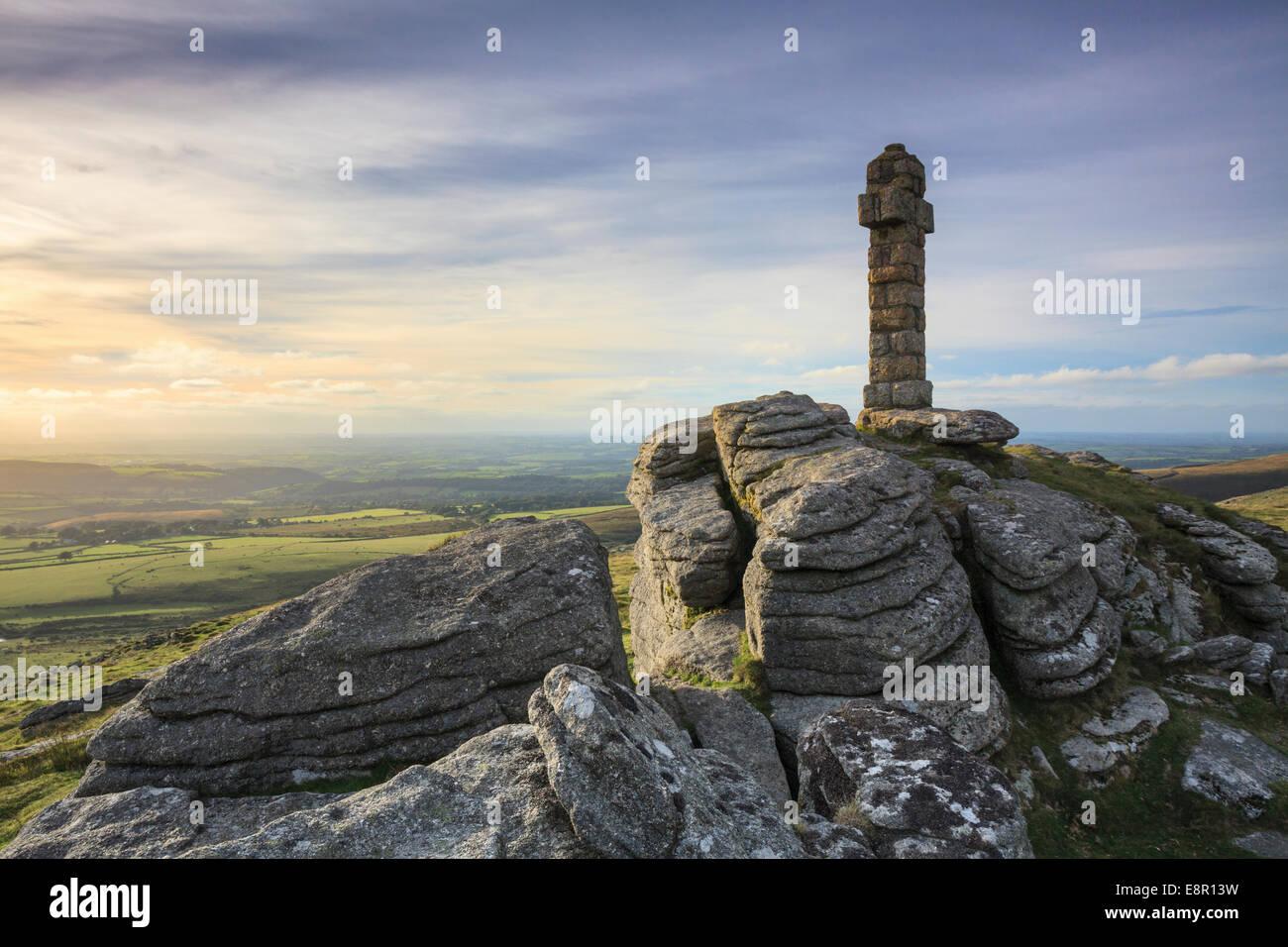 Widgery's Cross on the summit of Brat Tor in the Dartmoor National Park. - Stock Image