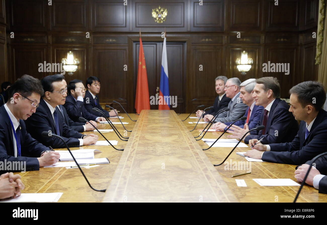 Moscow, Russia. 13th Oct, 2014. China's Premier Li Keqiang (2ndL) and Russian State Duma Chairman Sergei Naryshkin Stock Photo
